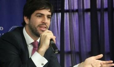 Entrevista a Augusto Rey, defendiendo propuesta de Alfredo Barnechea