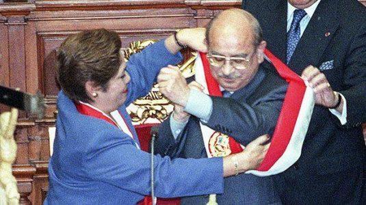 gonzalo-morales-miami-PER---Cuando-Luz-Salgado-le-entreg--la-banda-presidencial-a-Paniagua